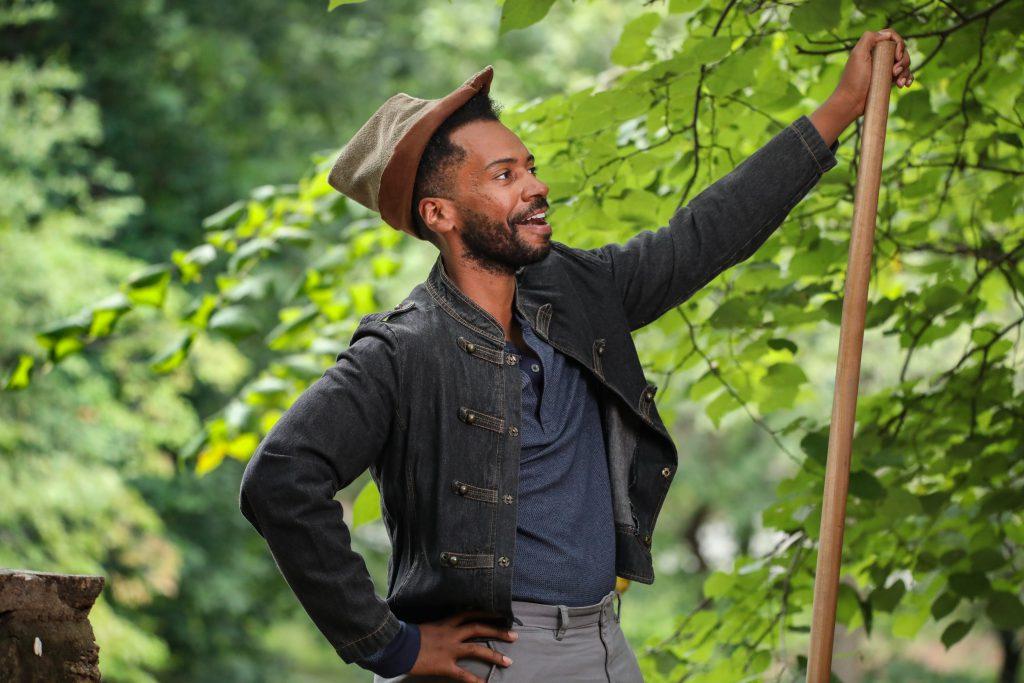 Joshua David Robinson as Robin Hood. Photo by HuthPhoto.