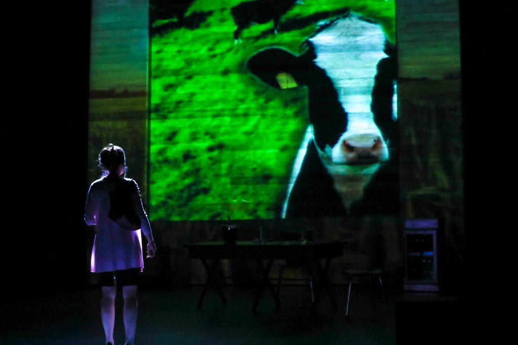 01_Claire Karpen as Allie in DAIRYLAND by Heidi Armbruster_Directed by Vivienne Benesch_HuthPhoto